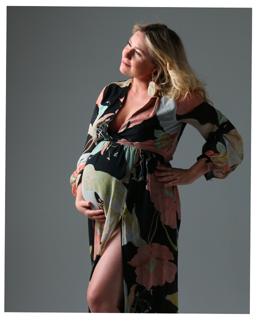 Pregnant mom picture by Jennifer Murdock Photography